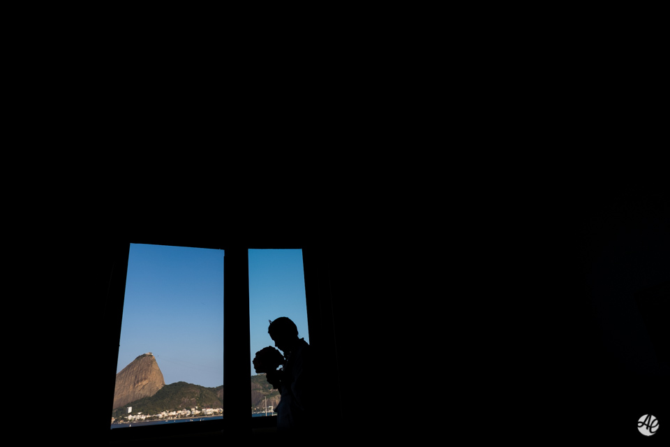 Silhueta da noiva fotografada por Adriano Cardozo durante o making of no Hotel Novo Mundo