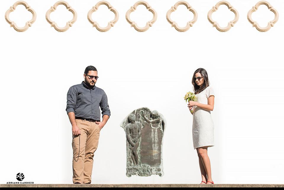 Thaís e do Carlos posam para seu ensaio pré-casamento no Centro do Rio