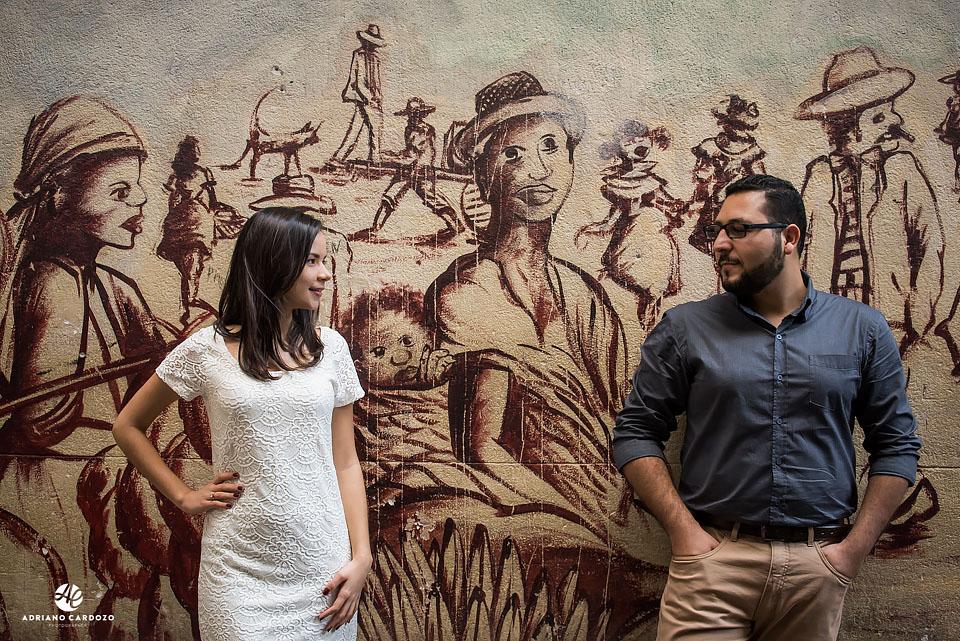 Thaís e Carlos se olham no ensaio no Arco dos Teles
