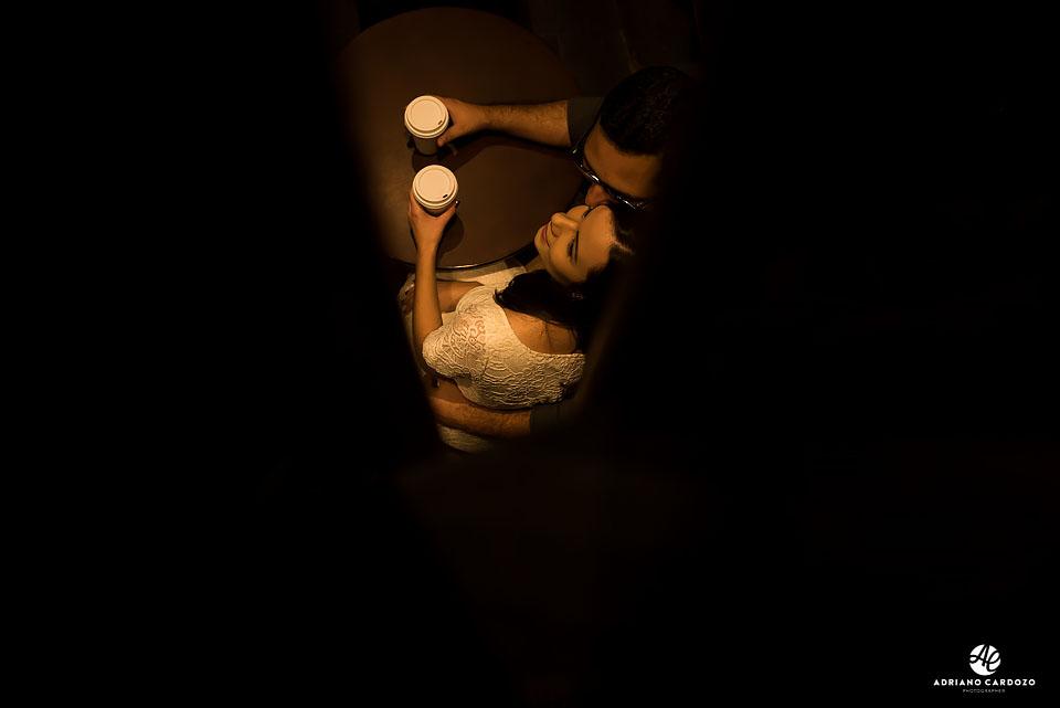 Ensaio pré-casamento dentro da Starbucks no Centro do Rio por Adriano Cardozo