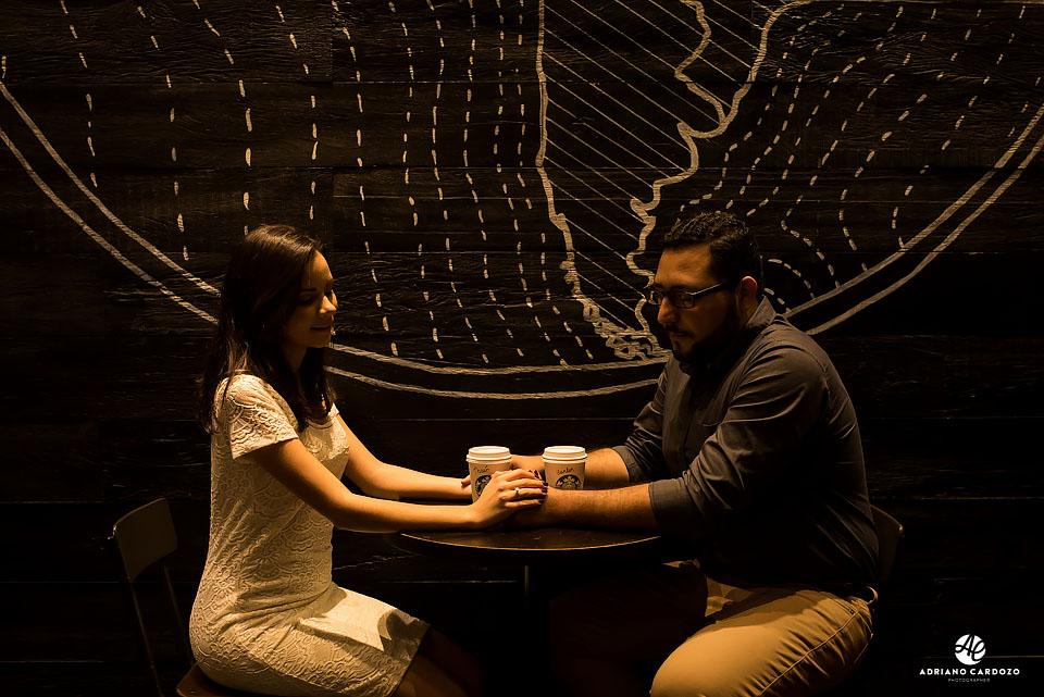 Ensaio pré-casamento na Starbucks no Centro do Rio de Janeiro por Adriano Cardozo