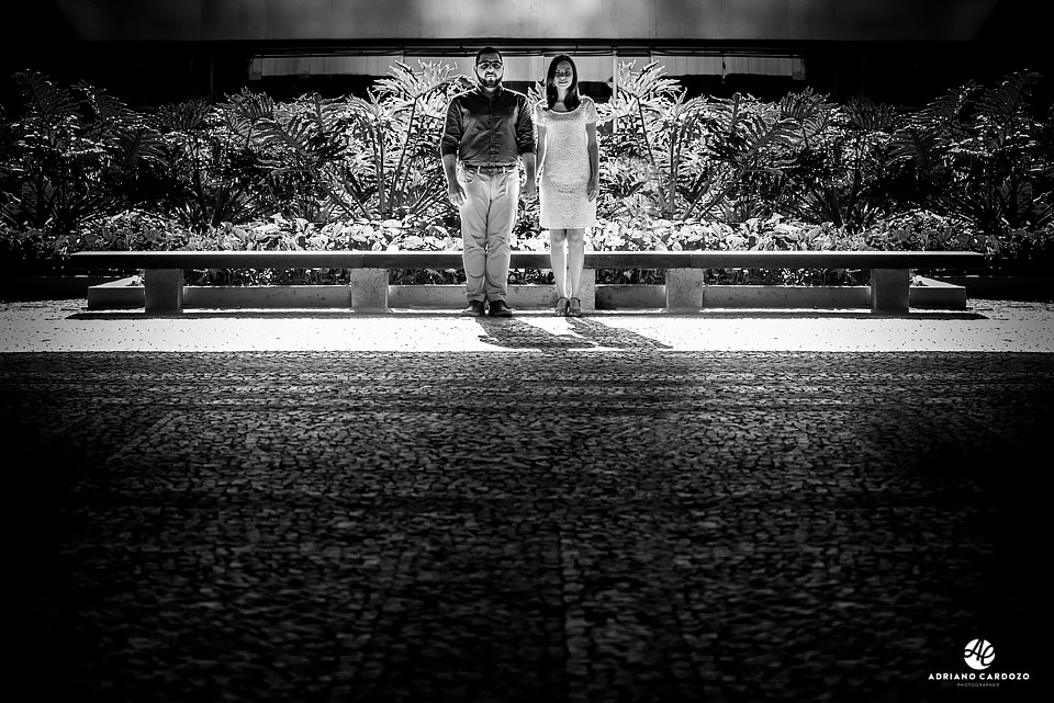 Ensaio pré-casamento no Centro do Rio na entrada do BNDES