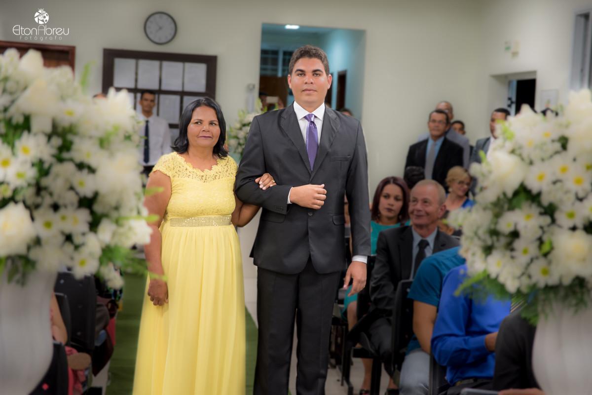 Entrada do noivo no Salão do Reino em Serrolândia