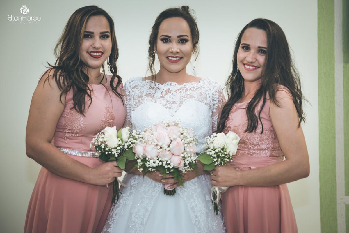 Noiva com irmãs