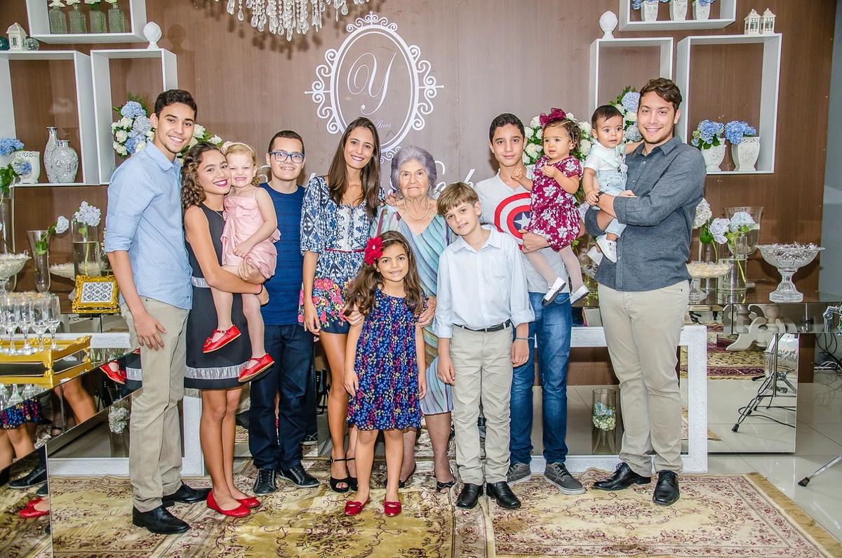Yolanda Rocha e netos