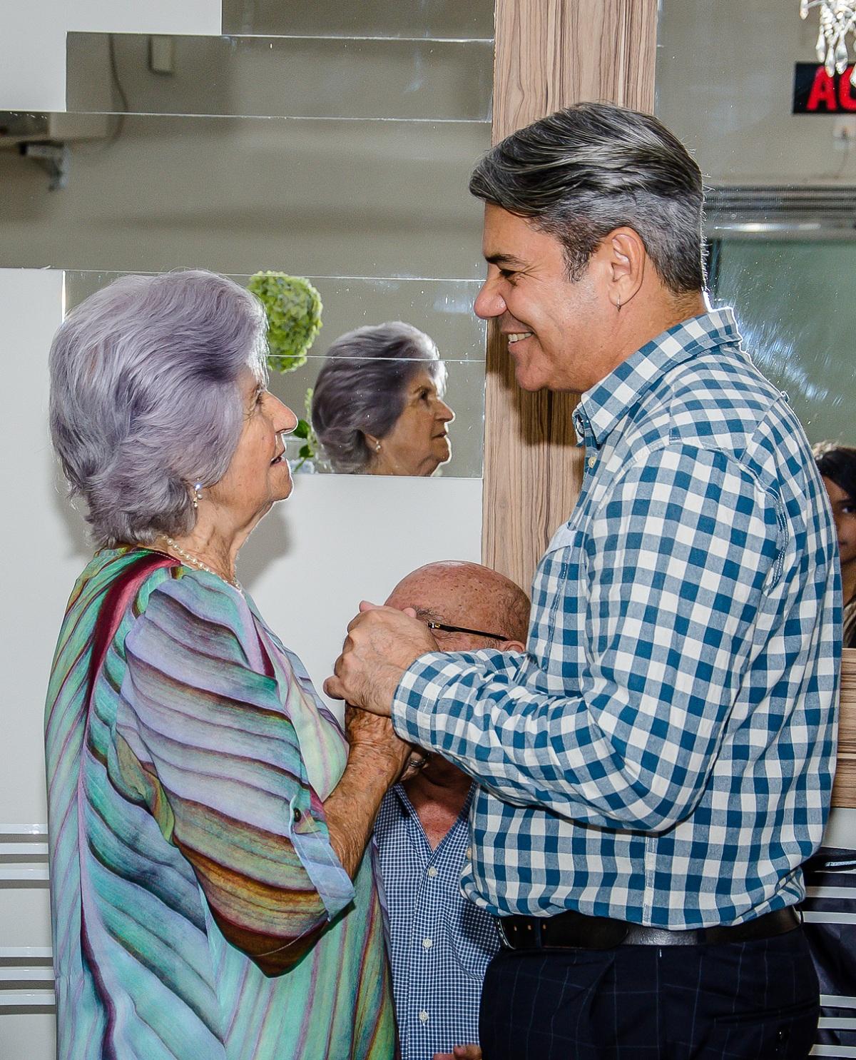 Yolanda Rocha revendo seu primeiro aluno
