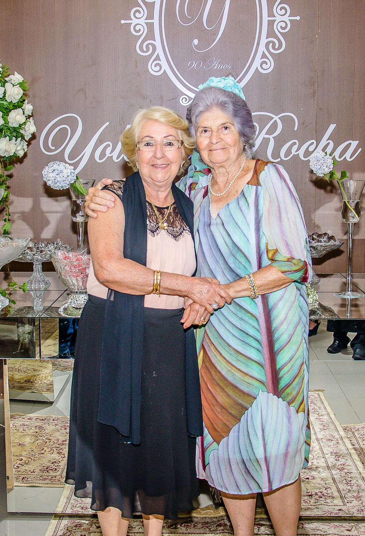 Yolanda Rocha com amiga