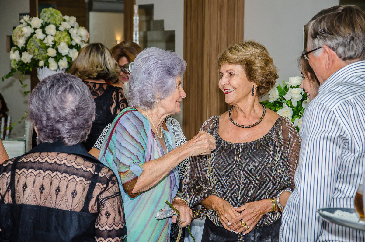 Yolanda Rocha revendo suas amigas