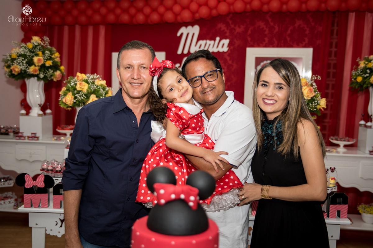 Padre com família em aniversário