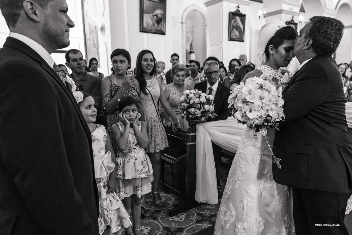 entrada da noiva preto e branco crianças