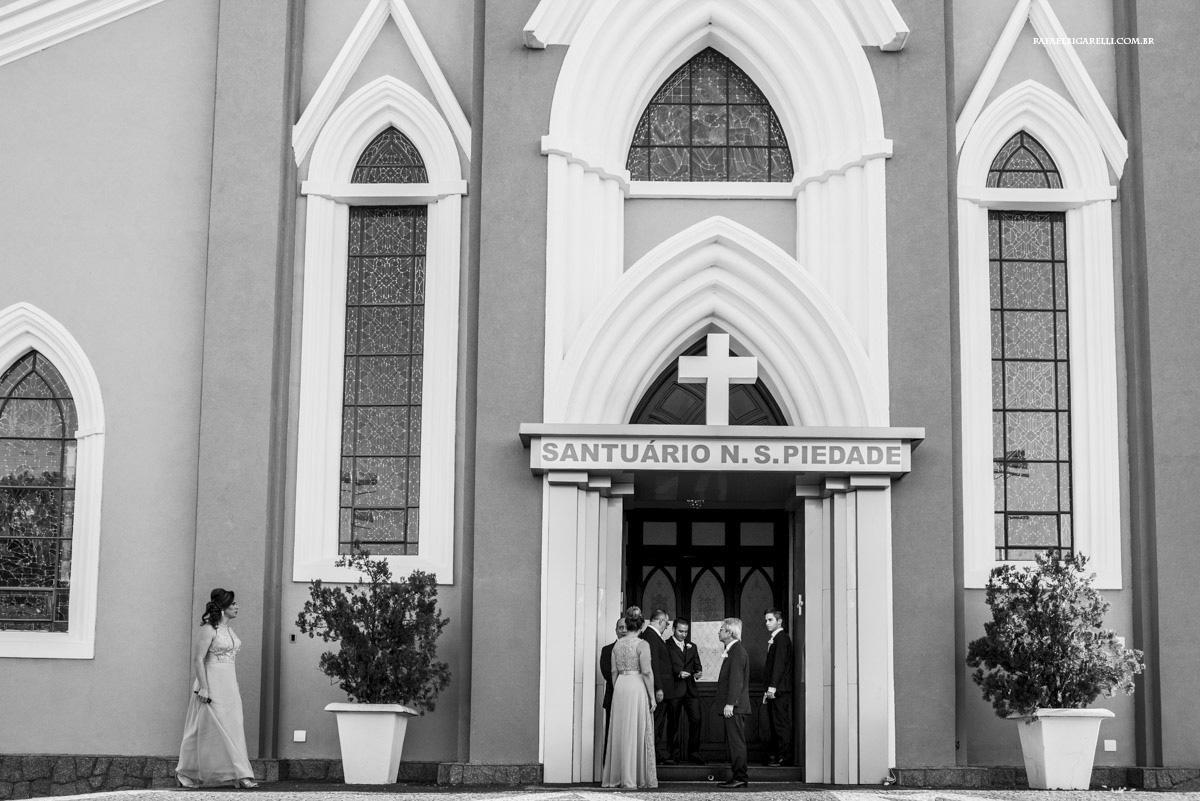entrada da igreja no casamento