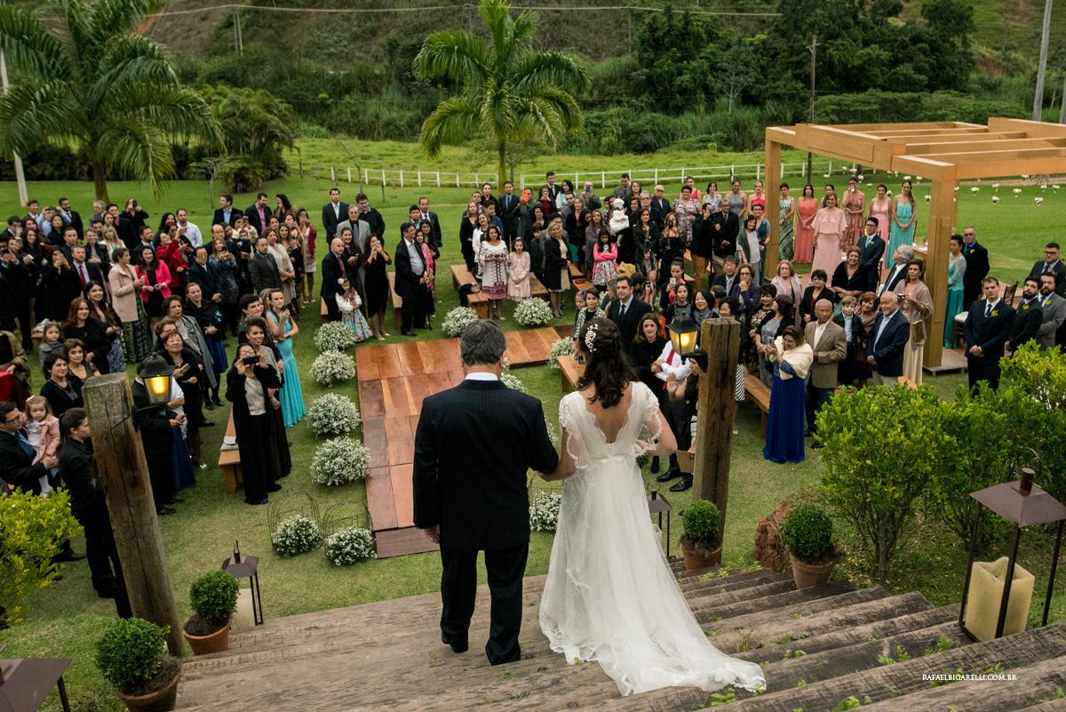 entrada da noiva casamento no campo