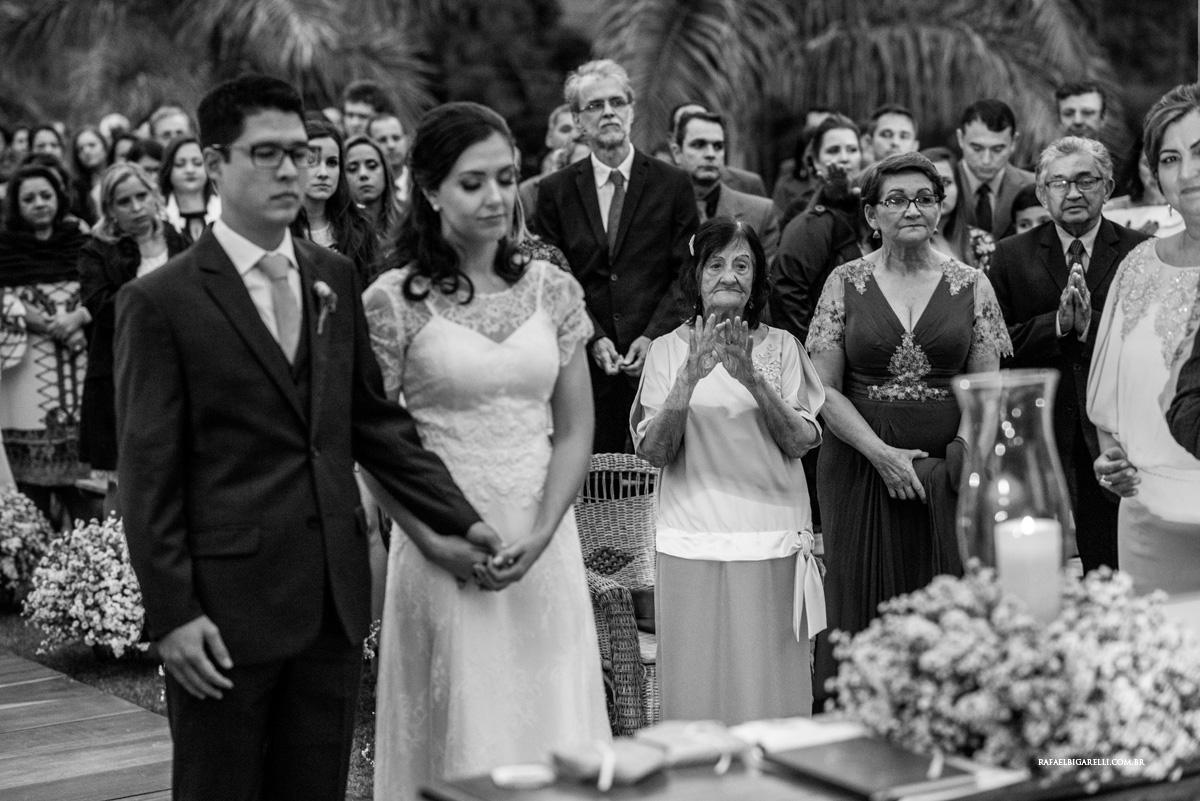 avó no casamento preto e branco