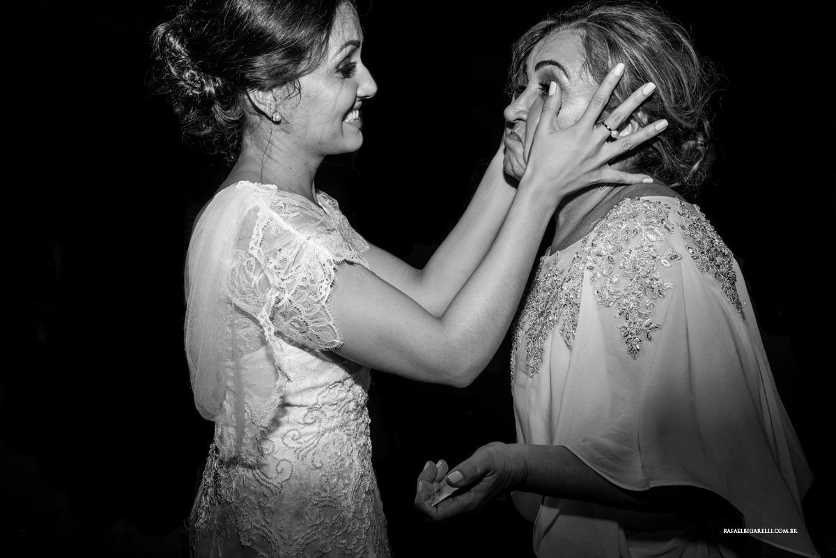mae e filha no casamento