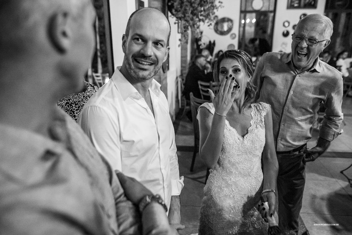 noivos na festa de casamento