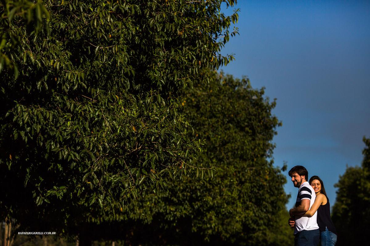 noivos em fotos antes do casamento