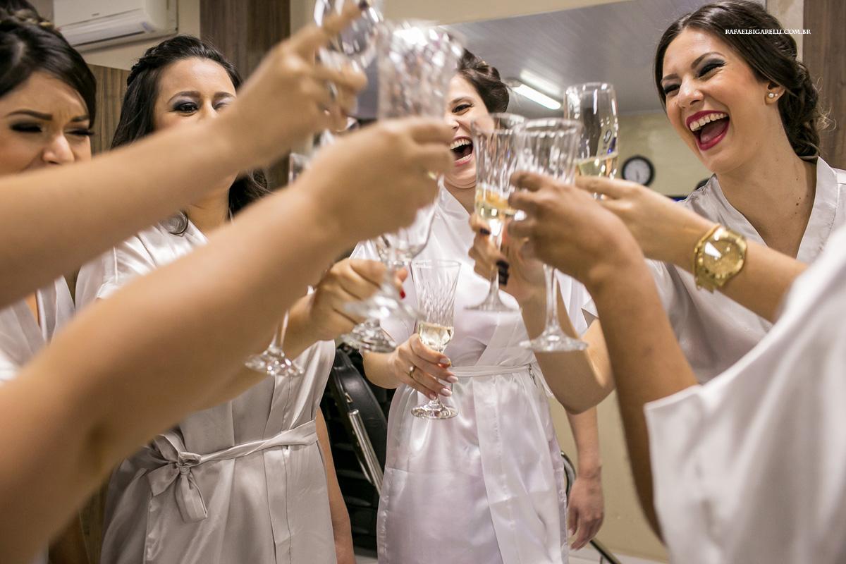 brinde da noiva com as madrinhas