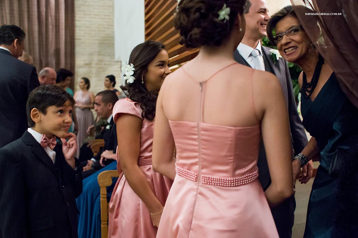 convidados esperando o começo do casamento