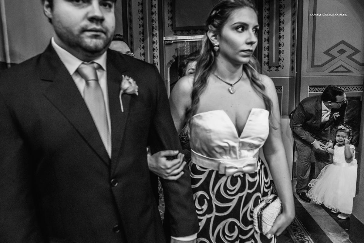 daminha chorando no casamento