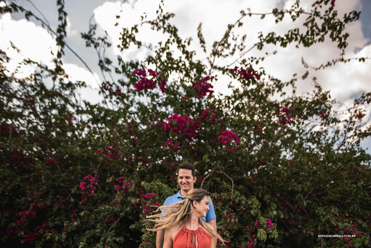fotos de pre wedding com flores