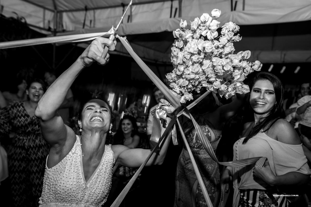 a hora do bouquet no casamento