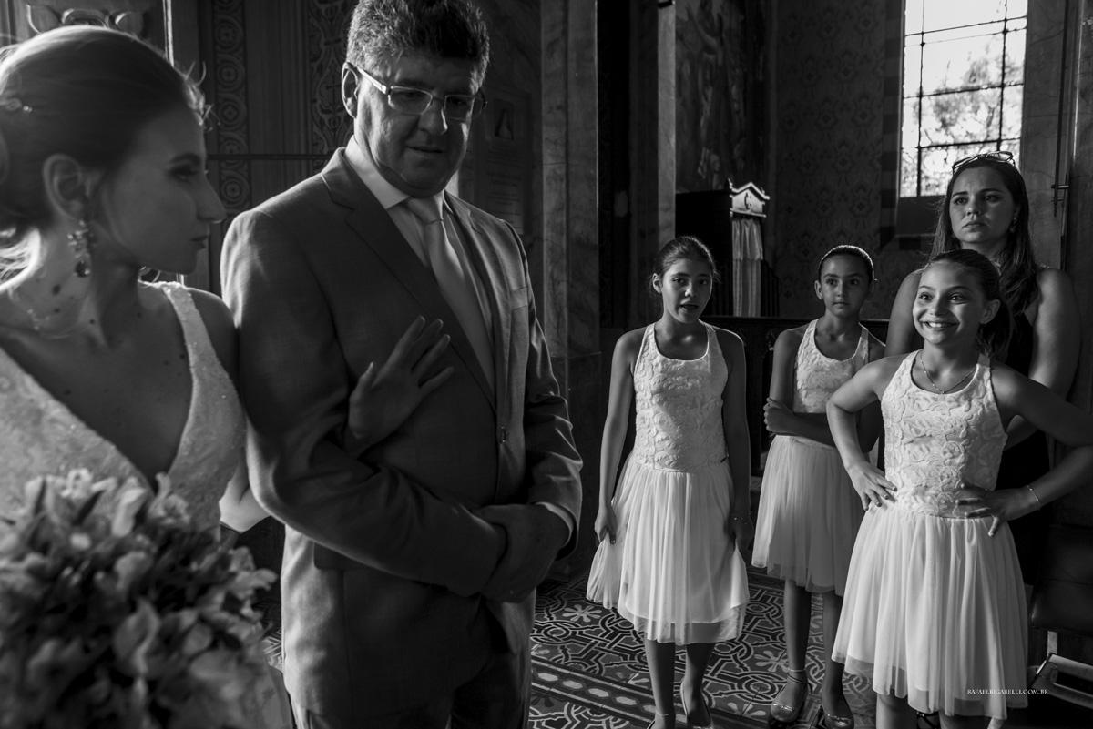 daminhas na entrada da noiva