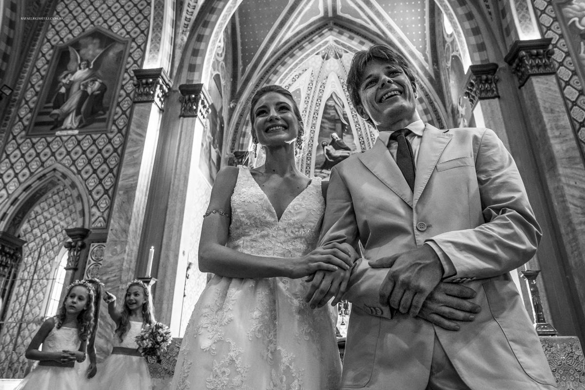 entrada das alianças preto e branco noivos