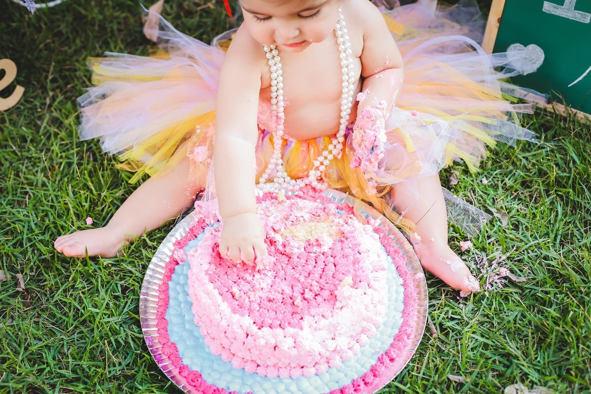 Fotografia de bebe com bolo