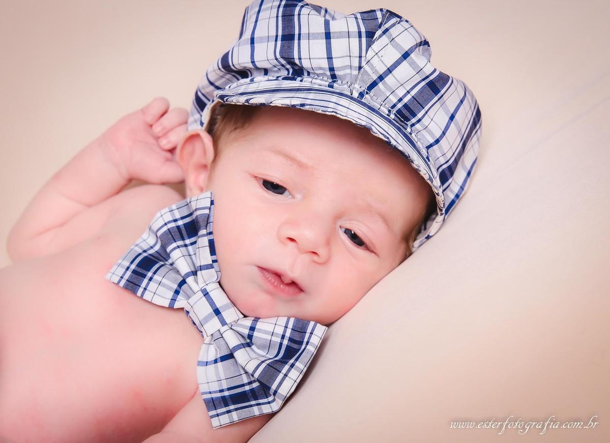 Newborn: Fotos de bebê recém-nascida com 12 dias.