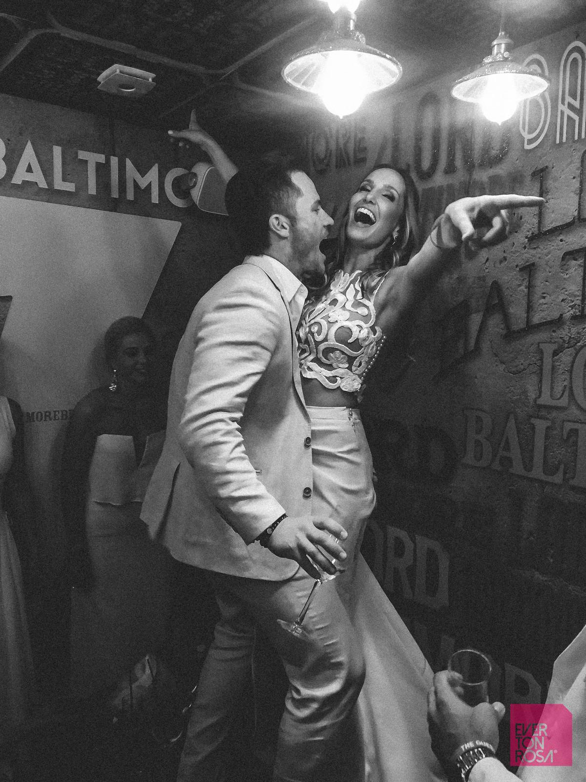 casal diversão festa casamento