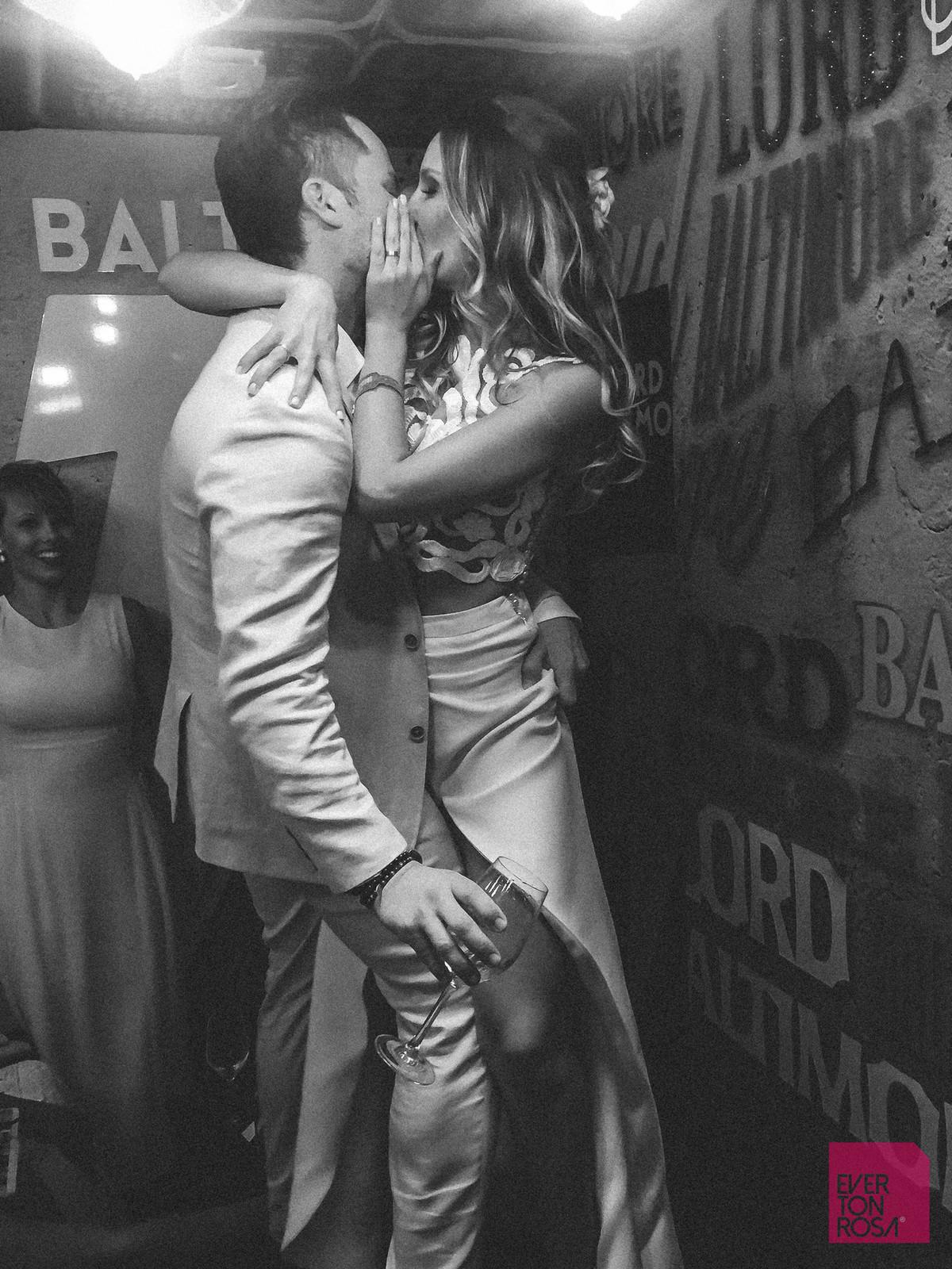 casal se beijando amor