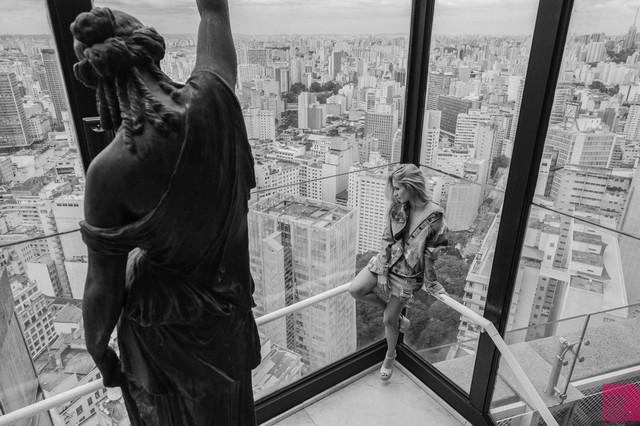 """Portrait de Atriz Internacional ALINE JONES da série da HBO """"O Negócio"""""""
