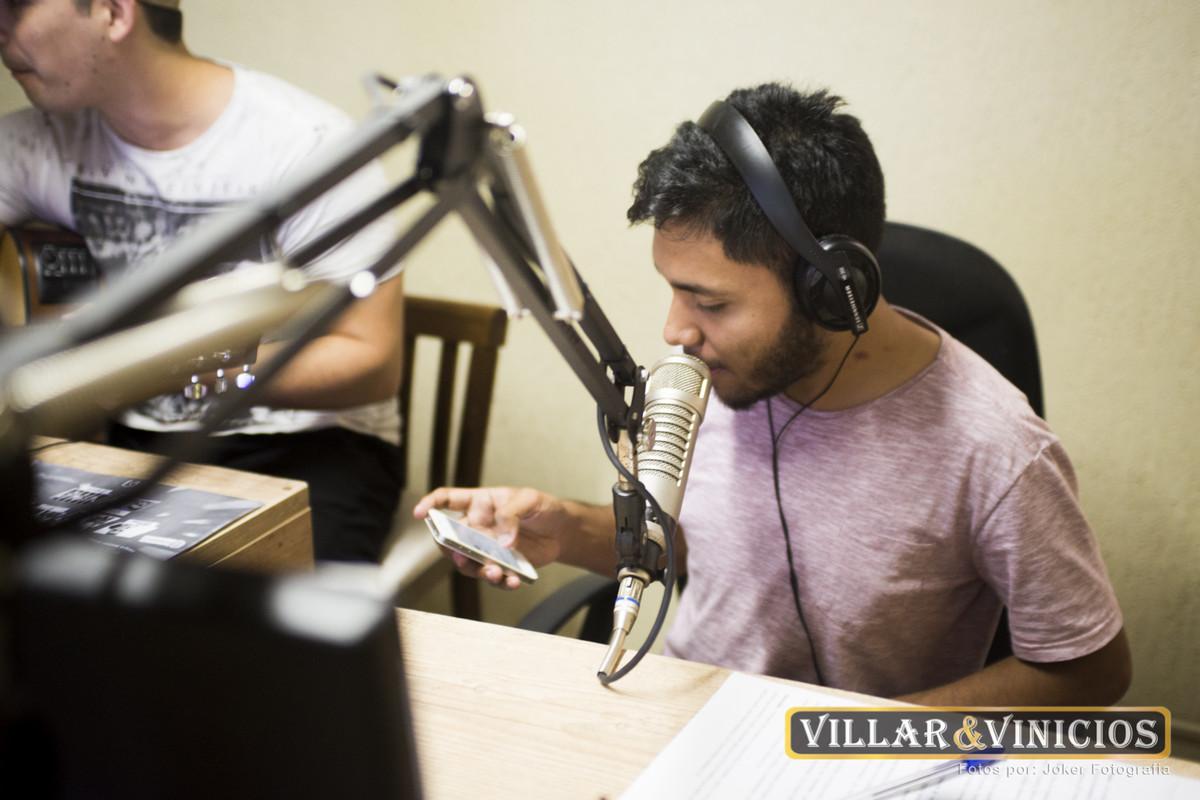 fotógrafo acompanha cantores na rádio massa fm
