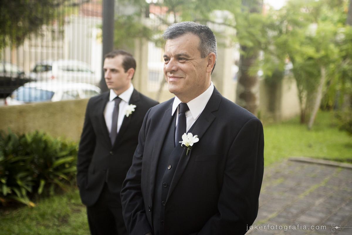 Fotógrafo registra a emoção do pai da noiva ao ver a filha de noiva