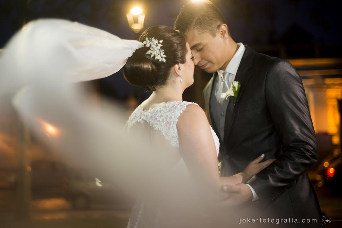o fotógrafo do seu casamento é o profissional que passa mais tempo com os noivos, então fiquem à vontade com ele e sintam confiança no trabalho