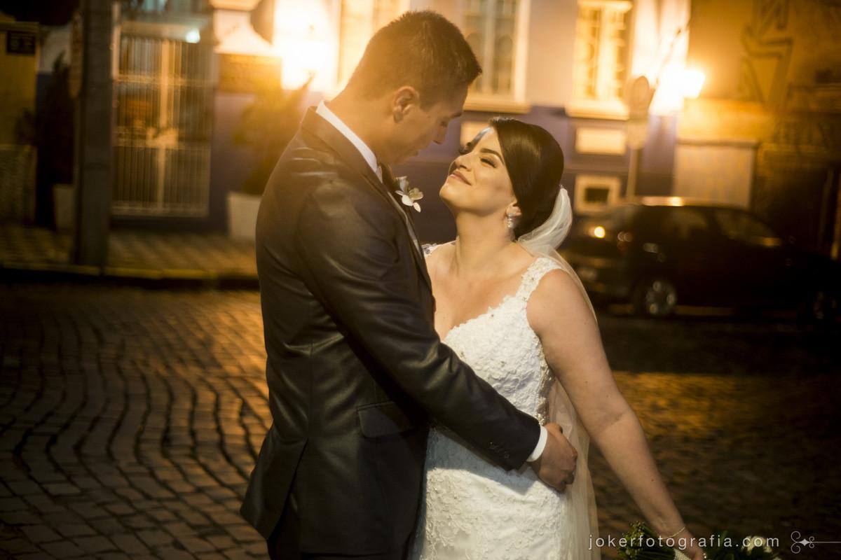 noivas que gostam de fotografia de rua podem fazer fotos no largo da ordem depois da cerimônia