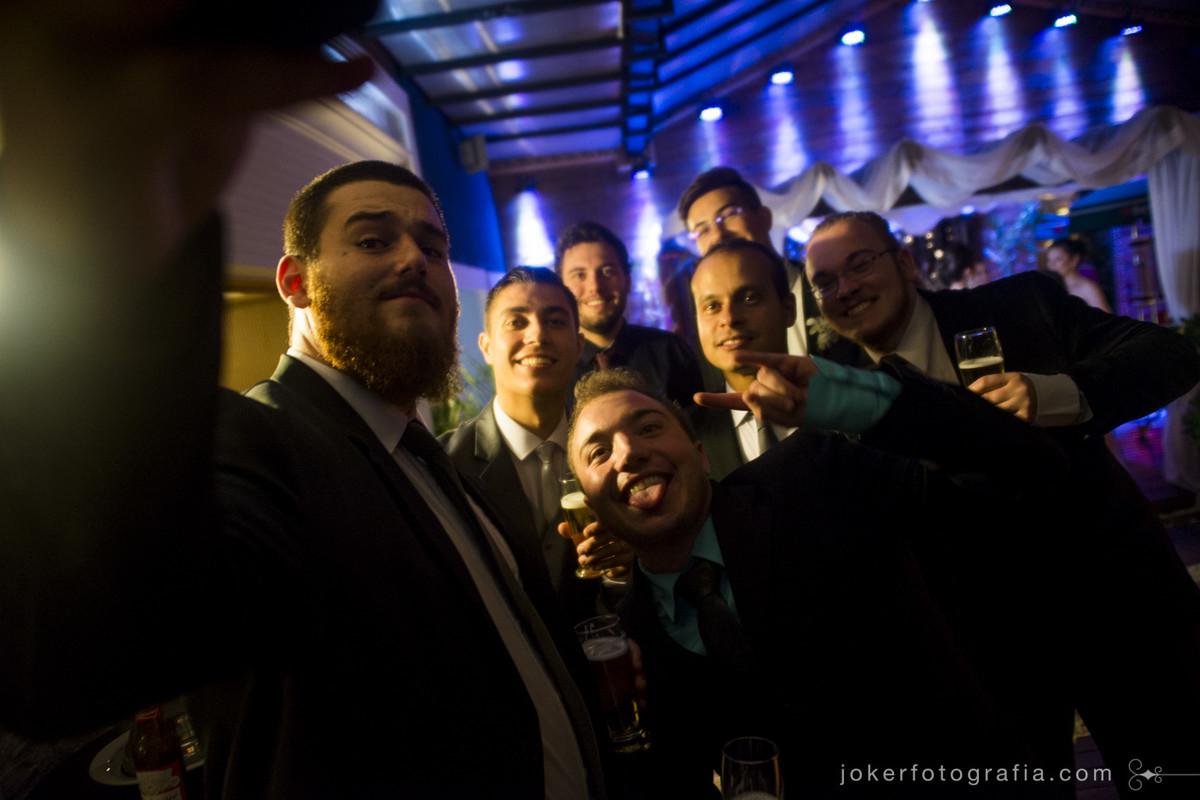 o melhor fotógrafo é aquele que está junto na pista de dança, fotografando seus amigos e convidados looooucos na festa!