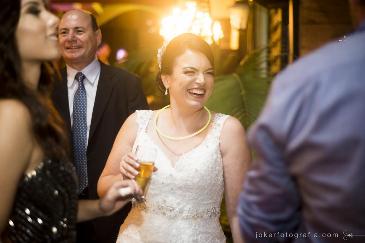 fotógrafo de casamento mais animado de curitiba acompanha a festa junto com os noivos