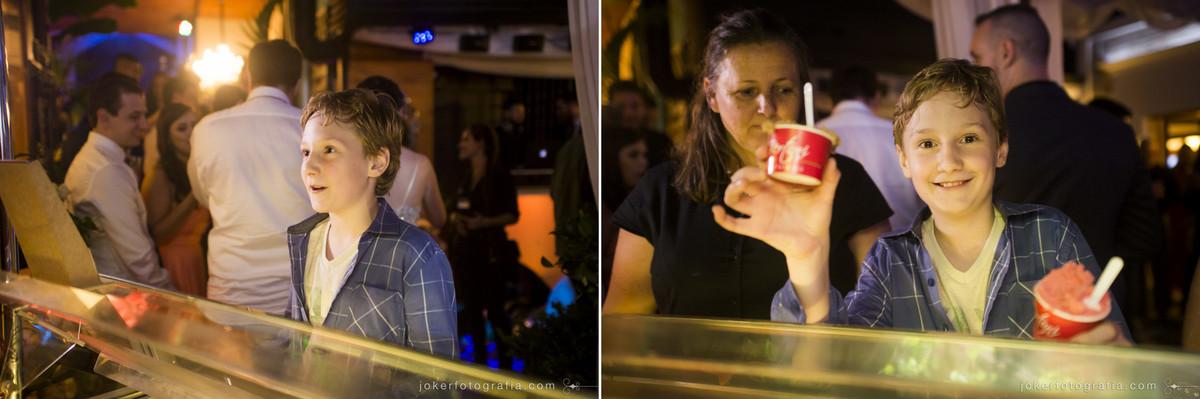 fotógrafo registra antes e depois de crianças pegando um sorvete