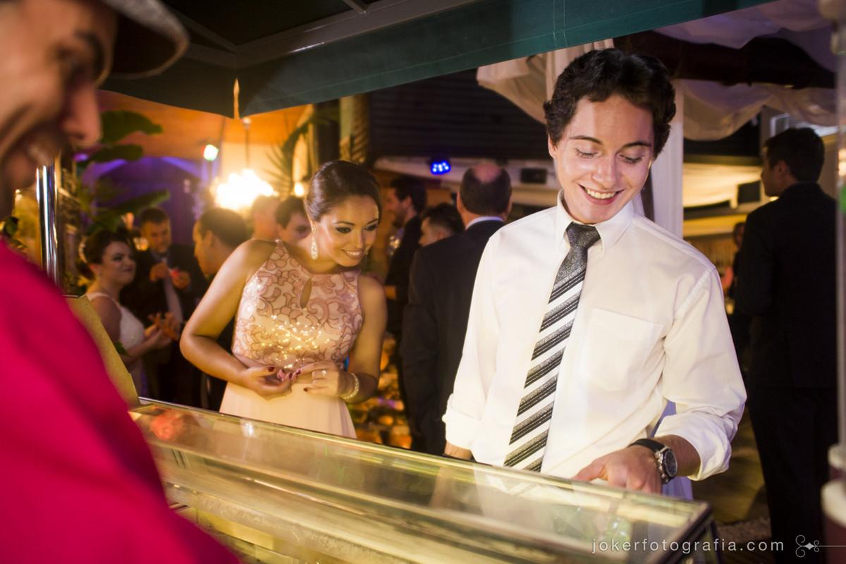 idéias para quem não abre mão dos doces no dia do casamento: um carrinho de sorvete! melhor, gelato italiano!