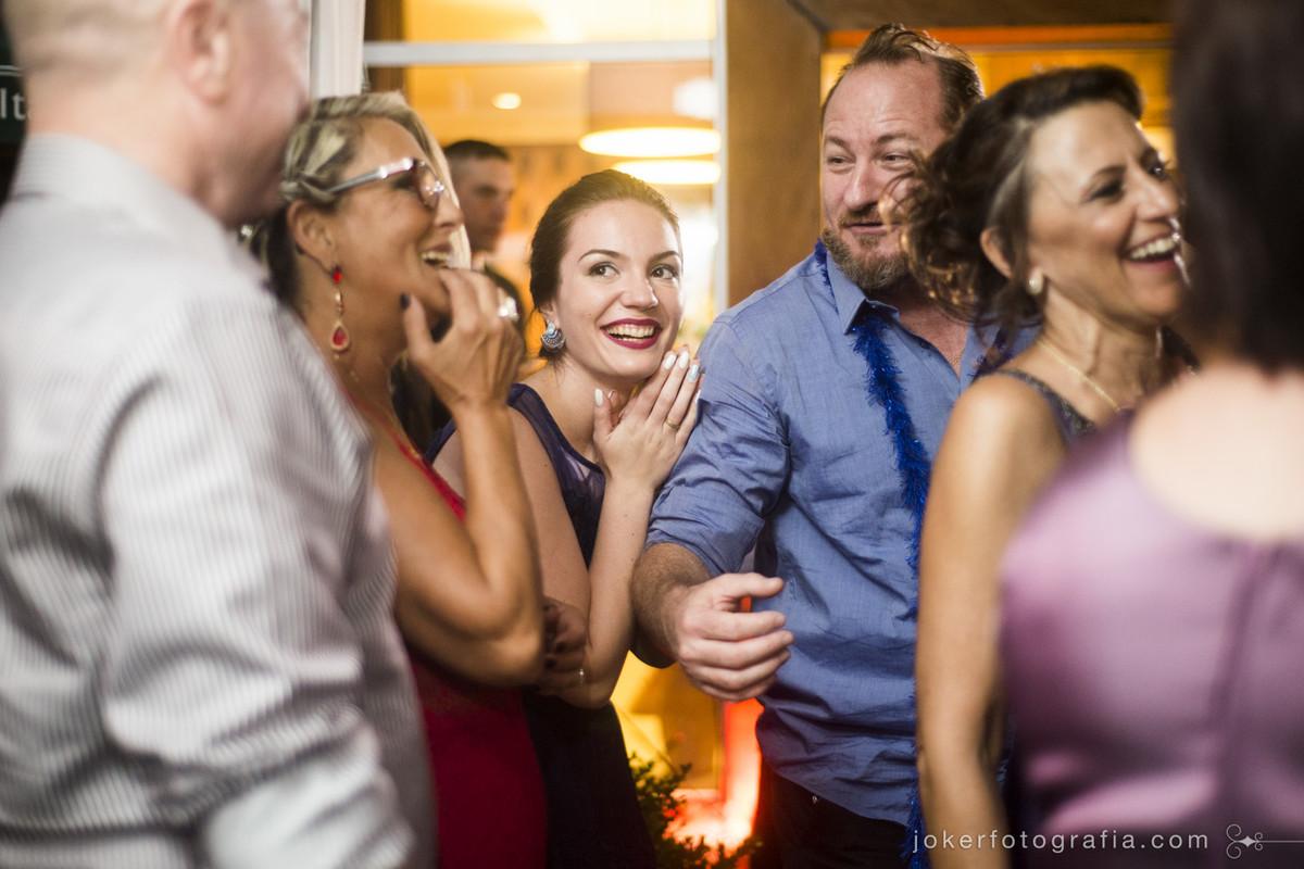 escolha o fotógrafo que faz fotos divertidas no dia do seu casamento