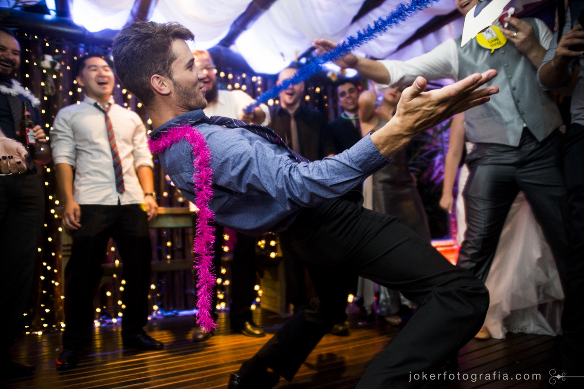 fotografar a festa é a parte mais divertida do casamento, mas isso quando o fotógrafo entra no clima e vai pra pista!