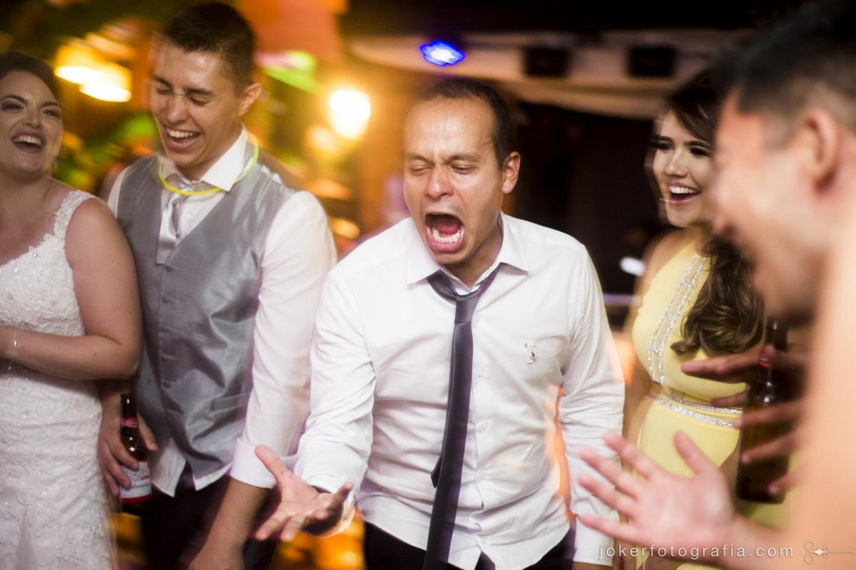 se seu casamento tem festa, o melhor fotógrafo de curitiba é este!
