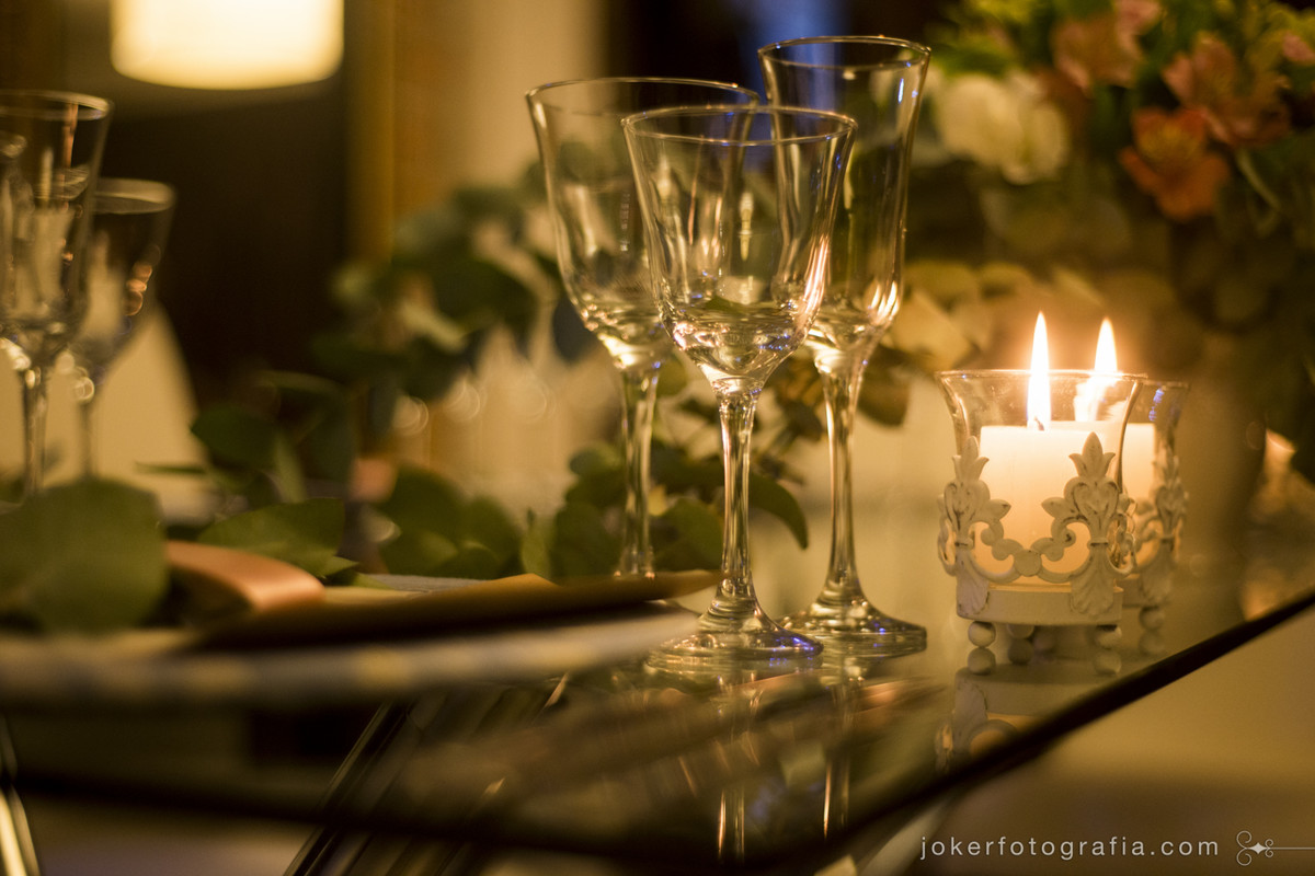 jogo de pratos e xicaras e taças para o casamento