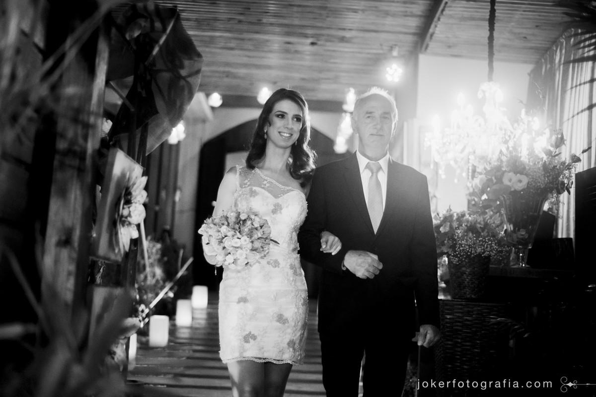 fotojornalismo da entrada da noiva no casamento