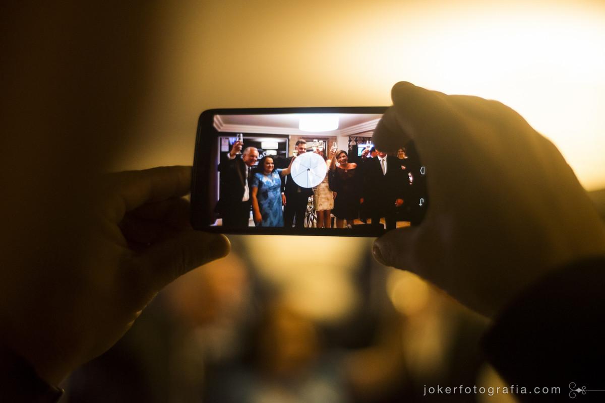 convidados de casamento faz registro com celular da festa