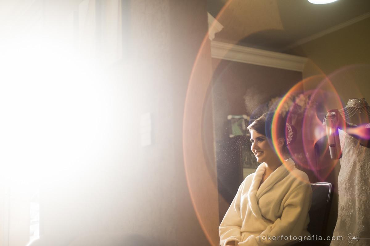 Melhor Fotógrafo de casamento de Curitiba faz foto de noiva ao por do sol com a maquiadora Regiane Ribas