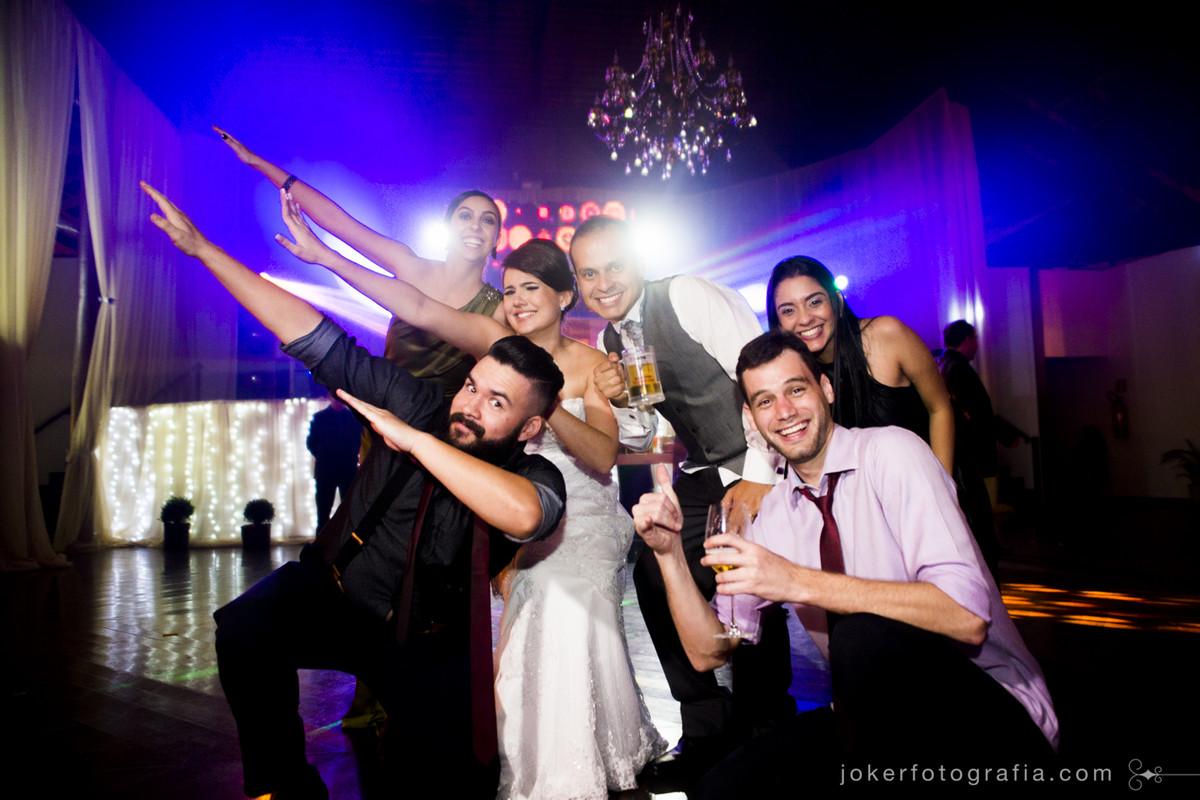 fotos divertidas com os convidados no dia do casamento