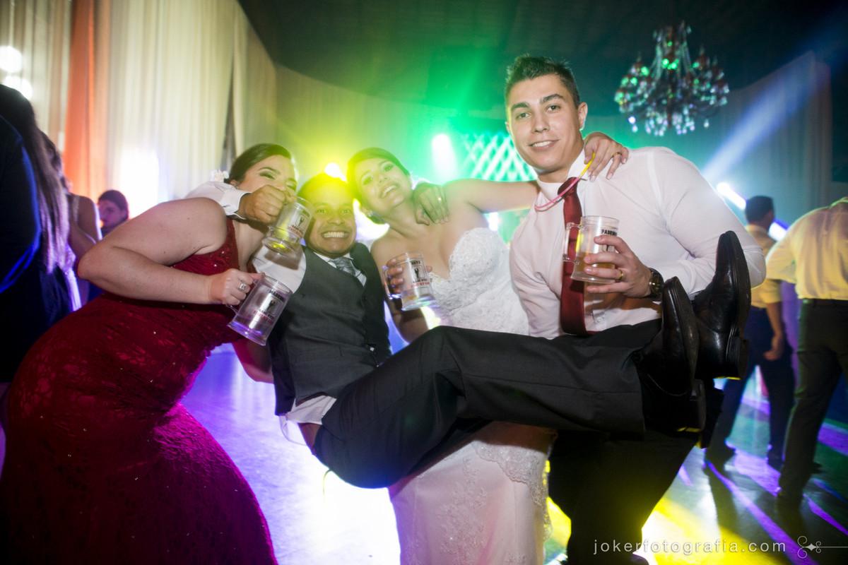 fotos divertidas com os padrinhos no dia do casamento e os melhores fotógrafos