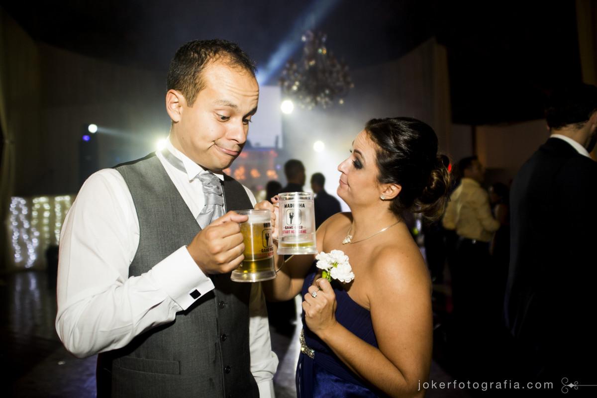 canecas de chopp como lembrança no dia do casamento